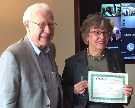 Rev. Dr. Ken Bensen presenting the award to Ms. Suzanne Morgan.