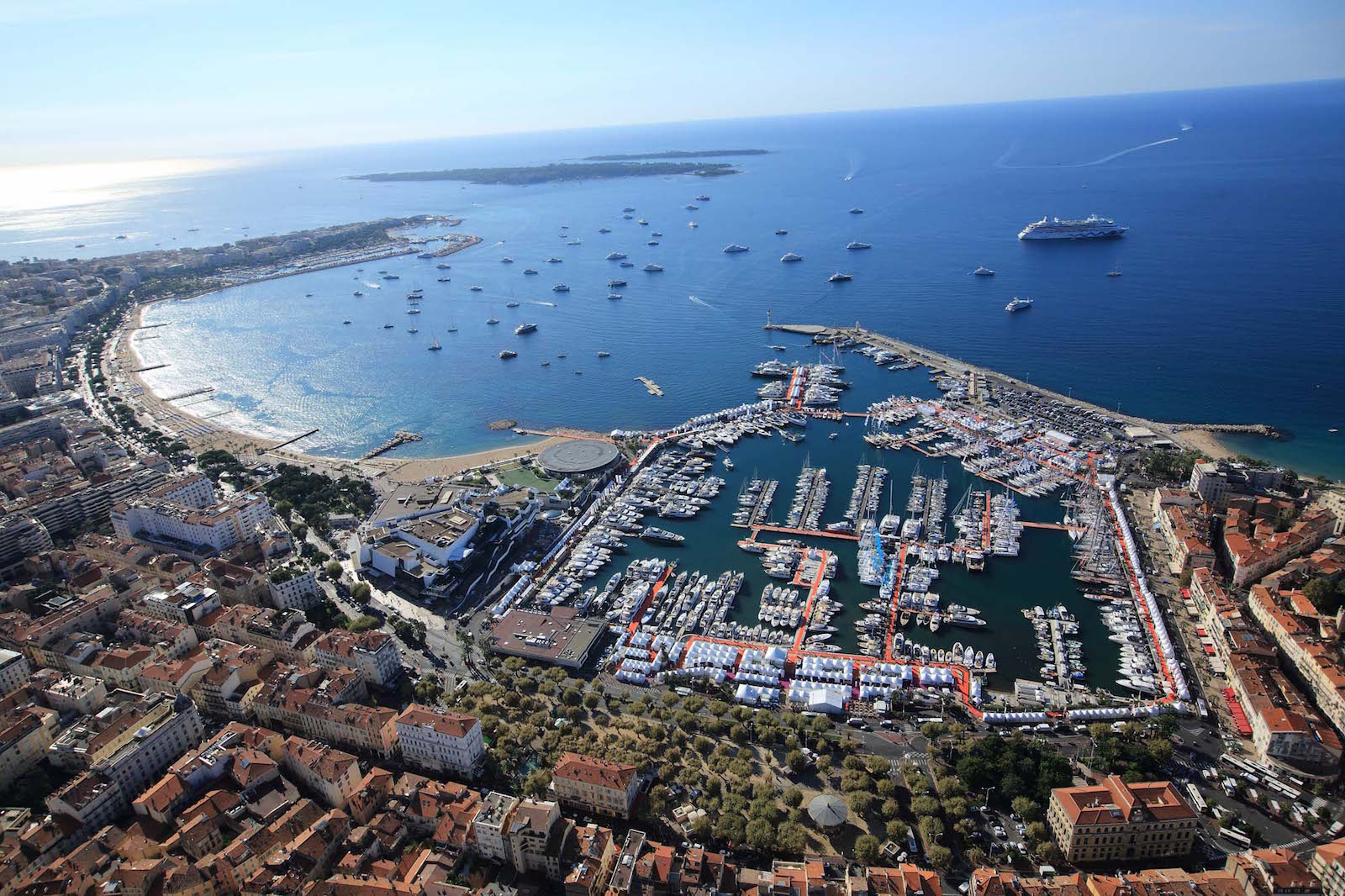 Cannes-Yachting-Festival-from-the-air.jpg