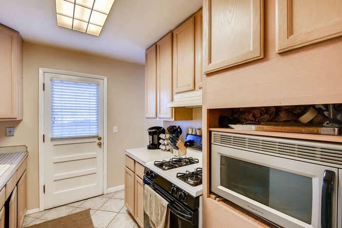 9162 Everett Way Westminster-small-013-7-Kitchen-666x444-72dpi.jpg