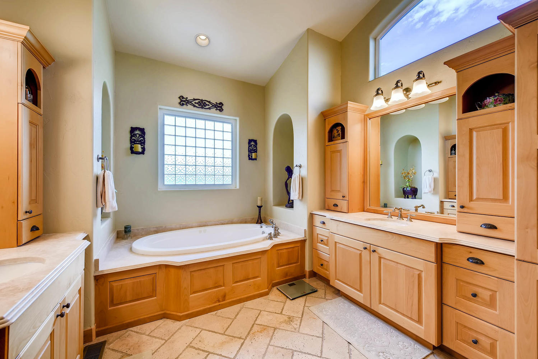 3417 Sweet Meadow Ct Mead CO-large-017-14-2nd Floor Master Bathroom-1499x1000-72dpi.jpg