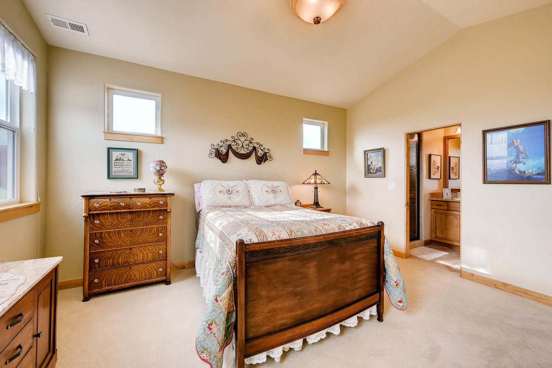 3417 Sweet Meadow Ct Mead CO-large-018-33-3rd Floor Bedroom-1499x1000-72dpi.jpg