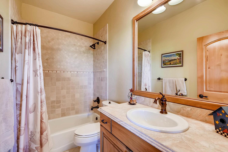 3417 Sweet Meadow Ct Mead CO-large-021-17-3rd Floor Bathroom-1499x1000-72dpi.jpg
