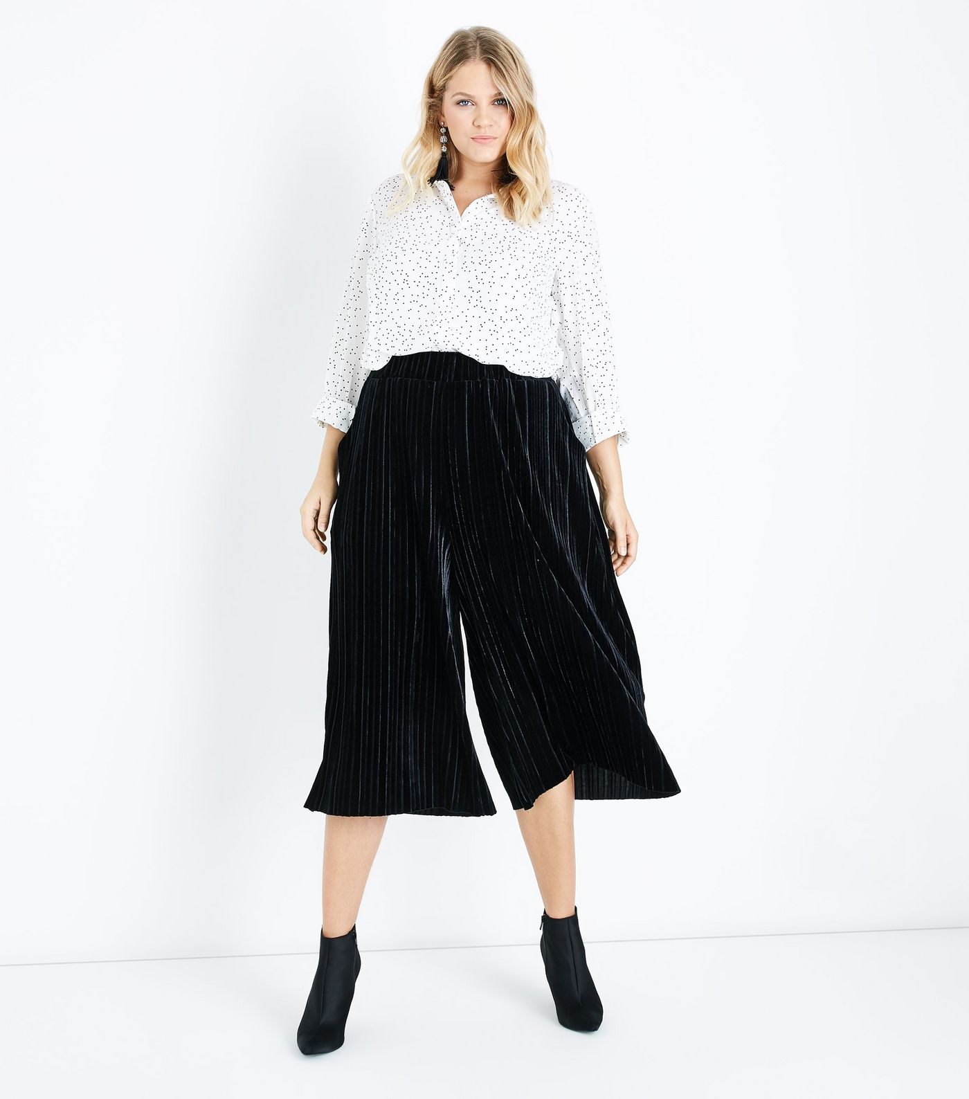 Curves Black Velvet Plisse Culottes - $26.59