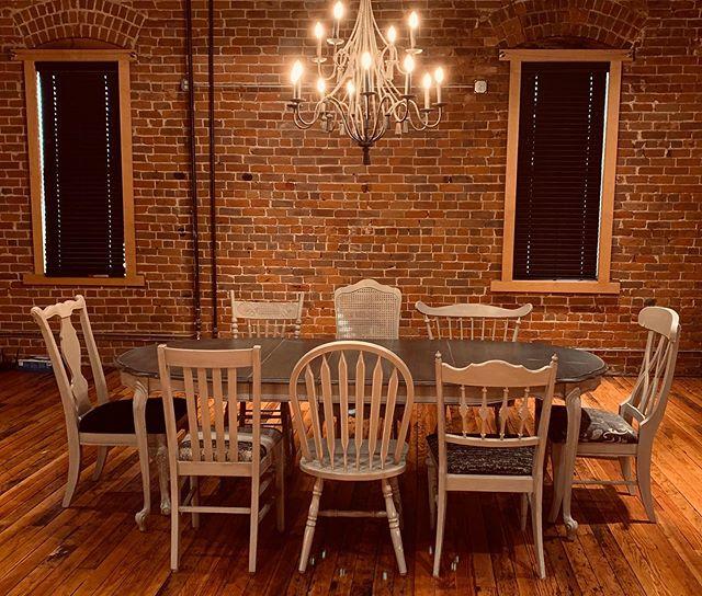 Mixed & Matched Table & Chairs #paintedfurniture #vintagefurniture #junkstockvendor #farmhouse #farmhousedesign #fleamarket #fleamarketfind #vintagestyle