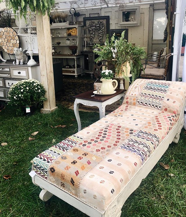 @junkstock is ON!🌾⭐️ We're here today in strawberry fields till 7pm tonight! This beautiful chase lounge and many other great pieces are ready to go to their new home!👏🏻