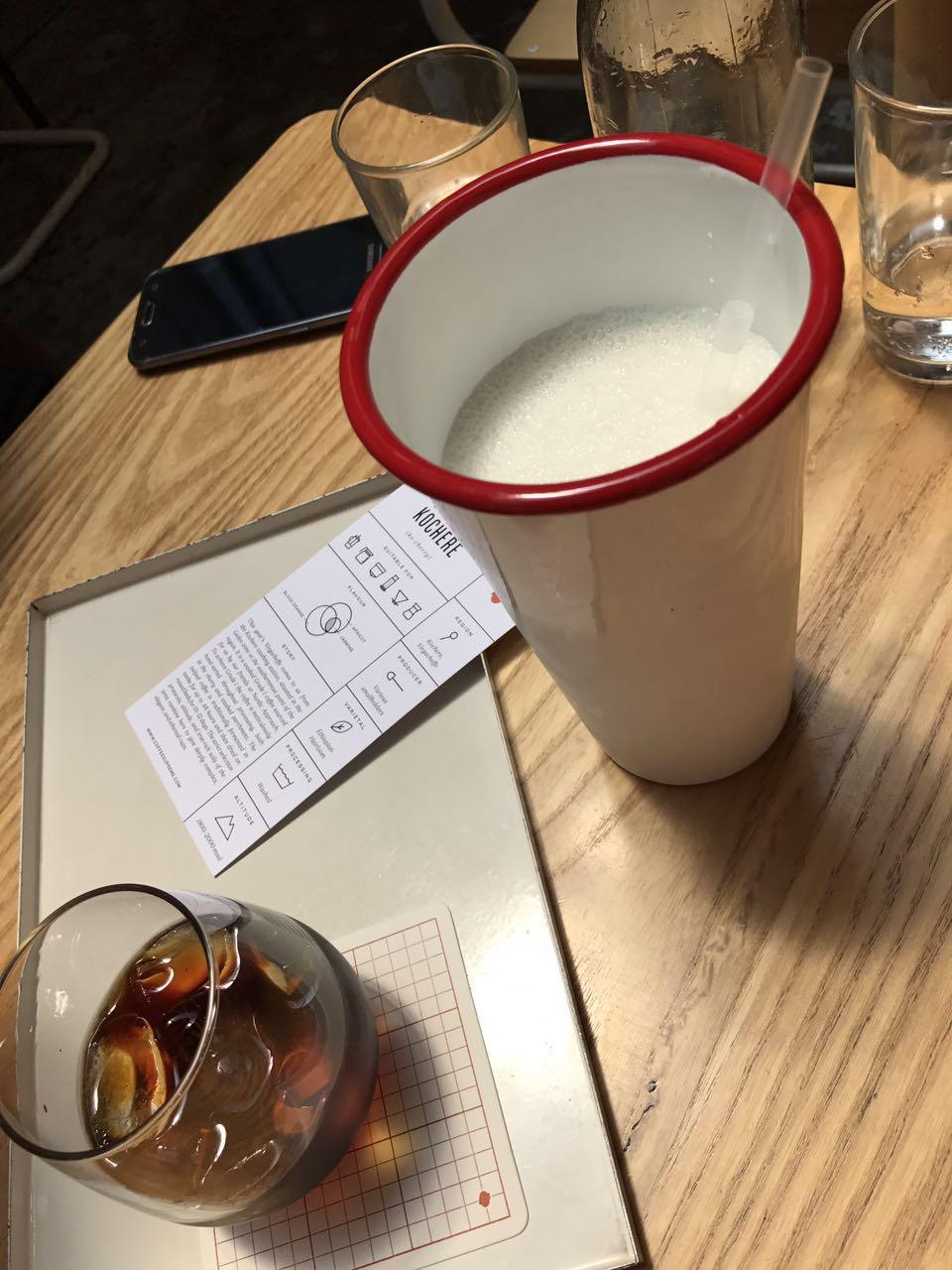 草莓奶昔&冷滴咖啡