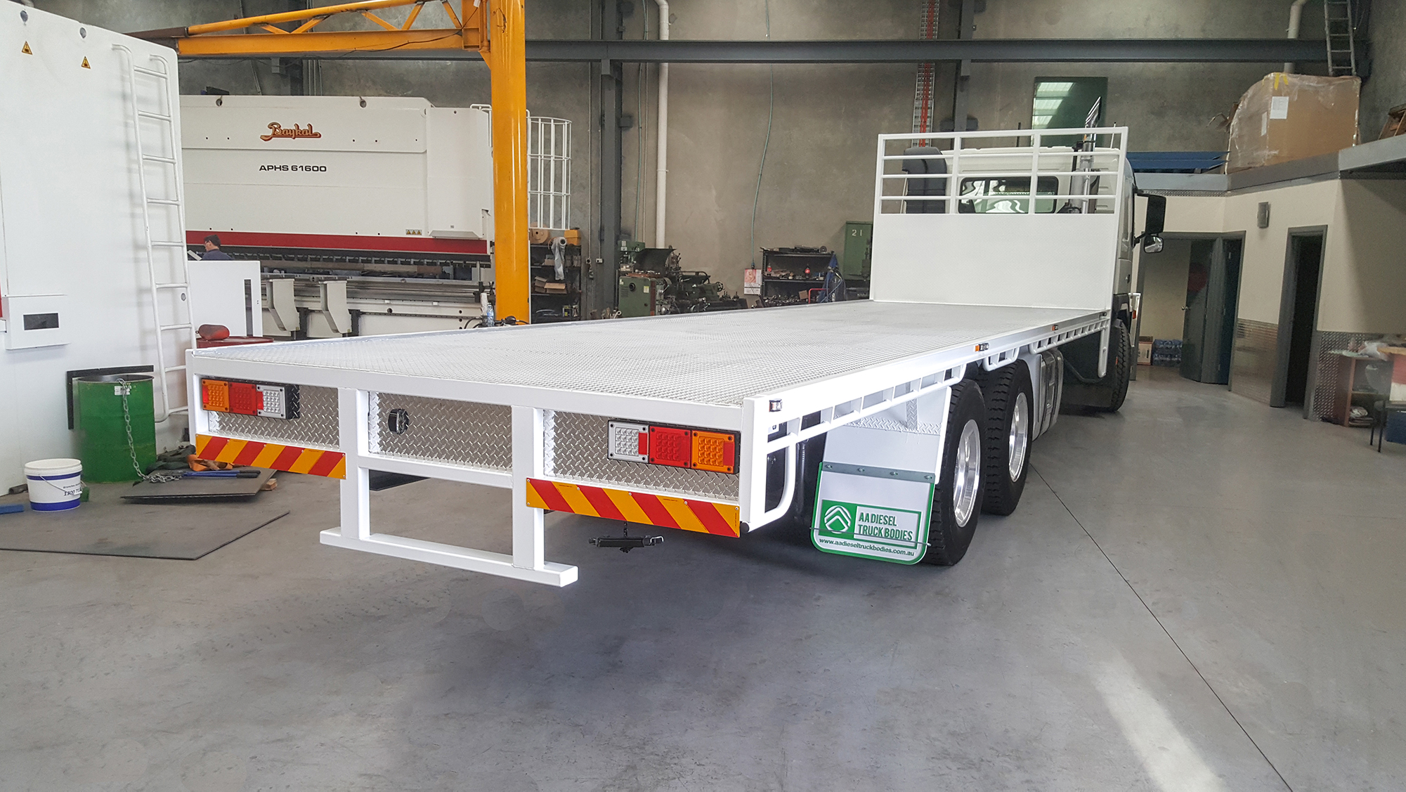 Truck Trays   truck tray, beavertail tray, banana back tray, stock cart tray, flat top tray, cranes, crane subframes, flatbed, truck bed