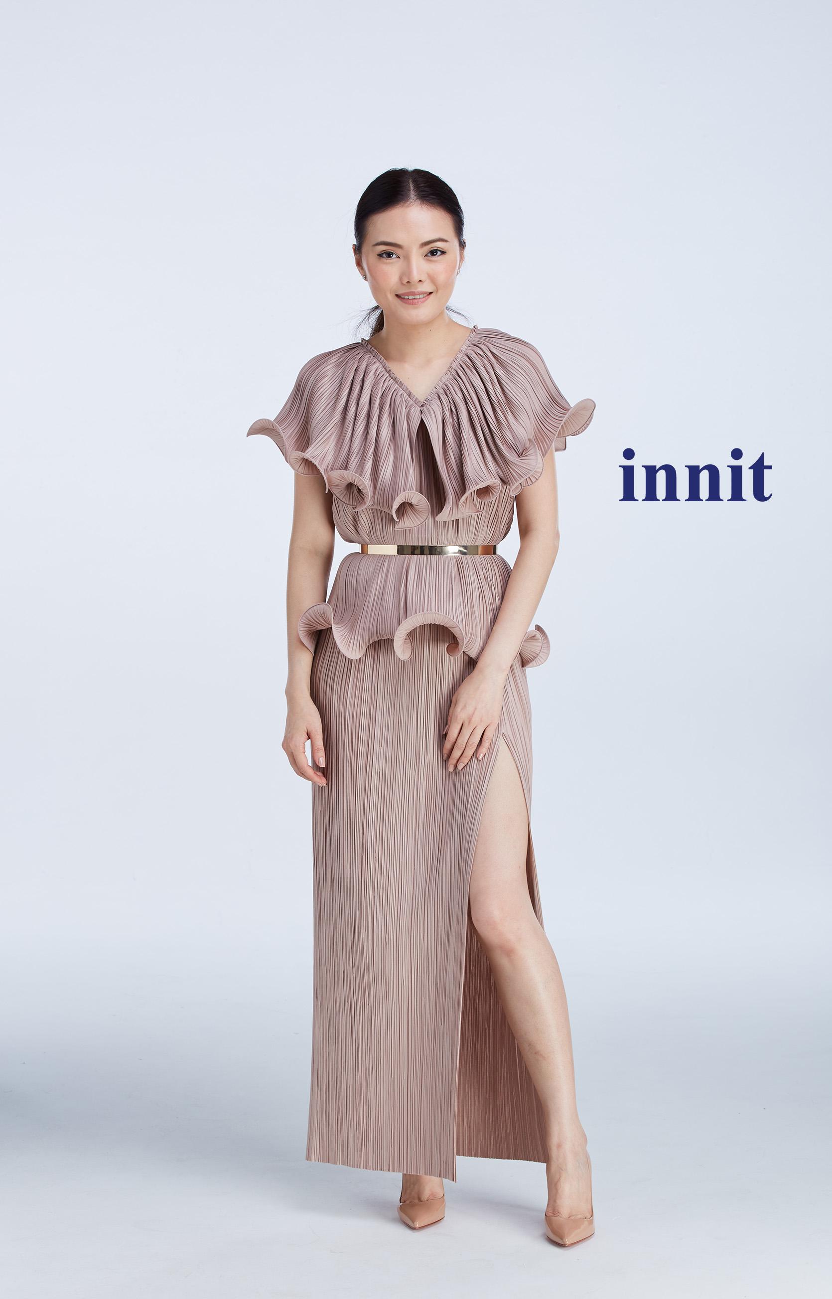 "SIGNATURE DOUBLE CURL TOP 16""   Slit Skirt    Plate Belt"