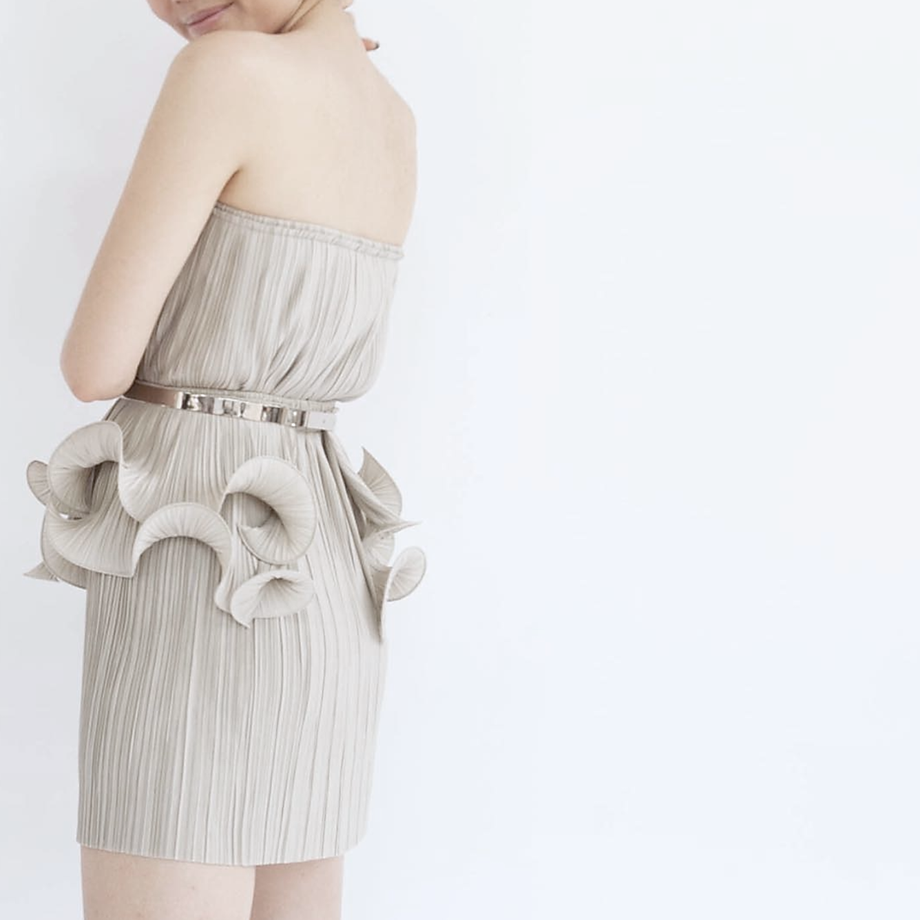 """PLEAT SKIRT 20"""" worn with  PLATE BELT  and  CURL BELT"""