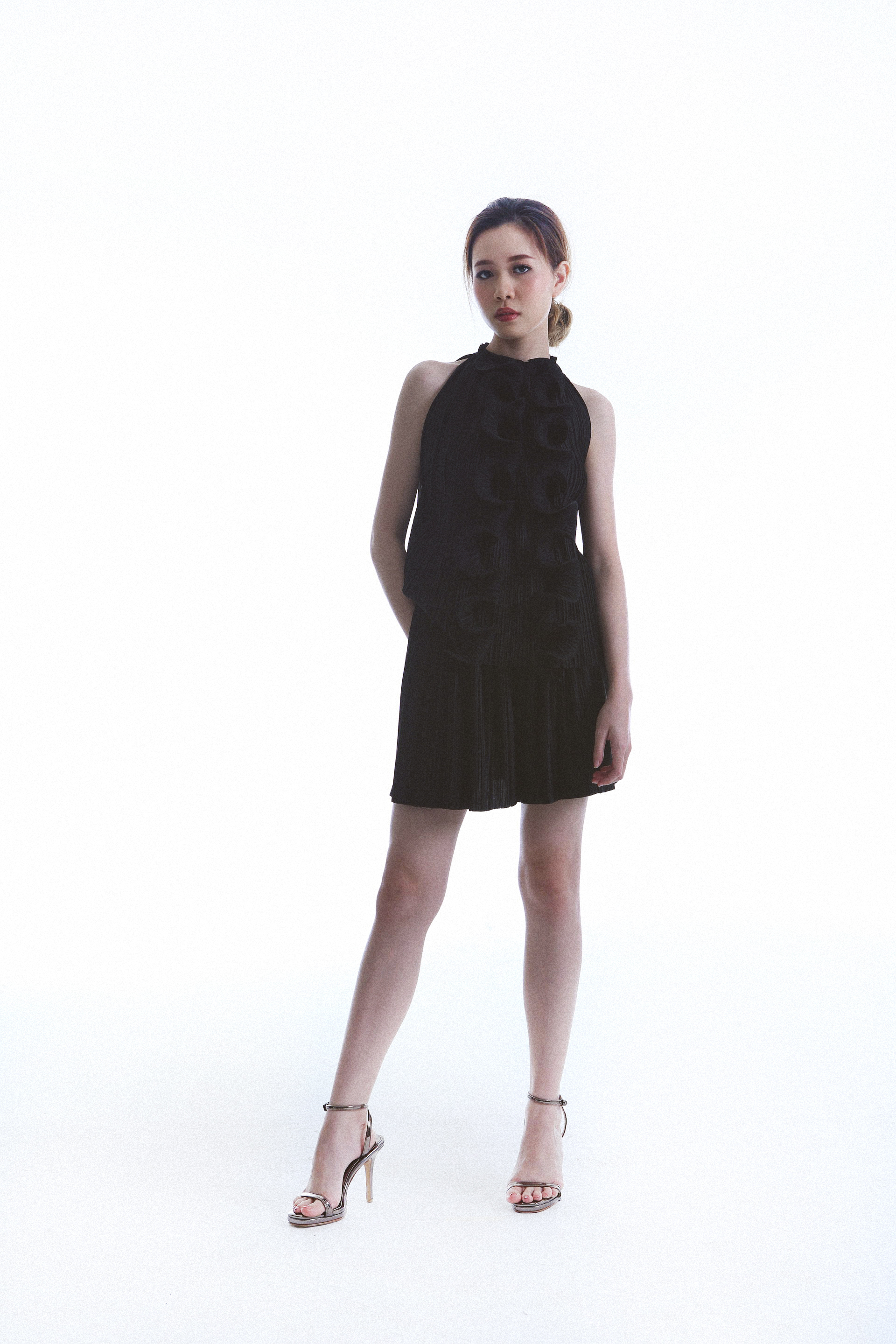 Para Top worn with Pleat Shorts