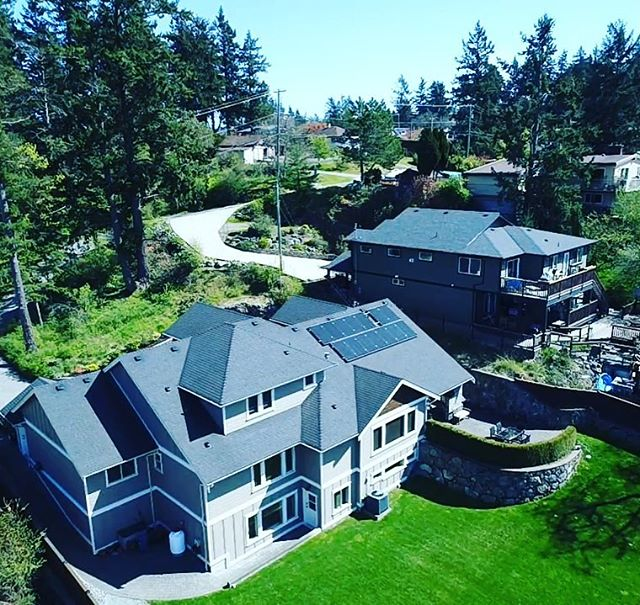 A 14 panel system we recently finished on this beautiful home! . . . #solar #gridtie #renewableenergy #greentech  #hightideenergy #britishcolumbia