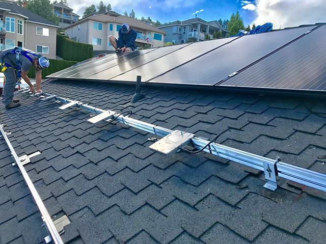 The team mounting racking, micro inverters and modules for this grid tie system ☀️ . . . . #renewableenergy #greentech #britishcolumbia #solarpanels #hightideenergy