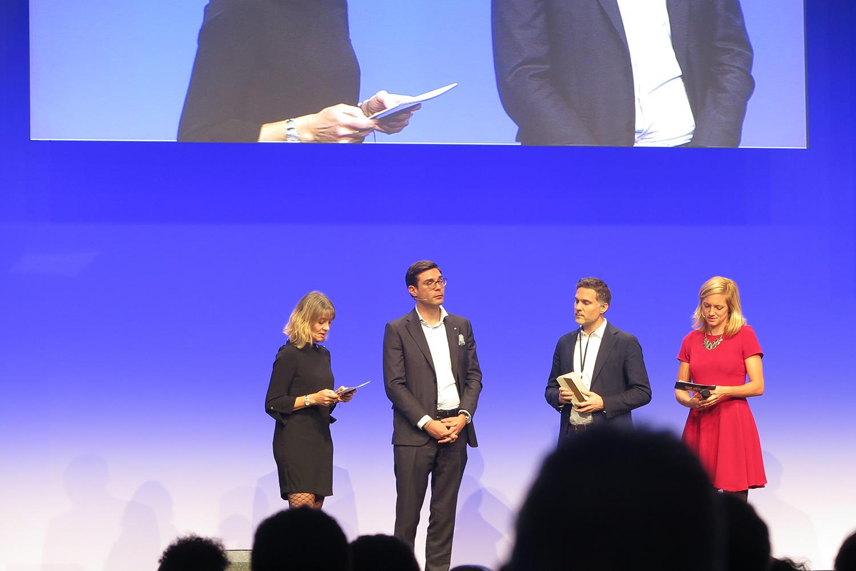 Andreas Derrer von OOS erhält den Arc Award in der Kategorie «BIM Kollaboration» für das Projekt Schweizer Pavillon 2020