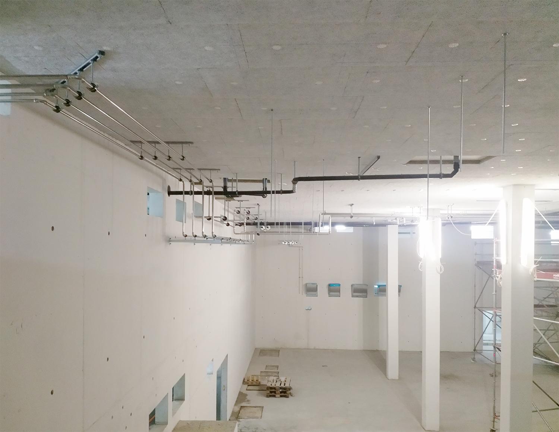 Sanitärmontage in der doppelgeschossigen Lüftungszentrale