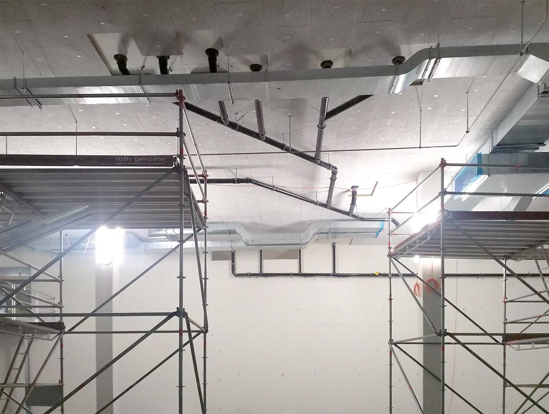 Sanitär- und Lüftungsmontage in der doppelgeschossigen Lüftungszentrale