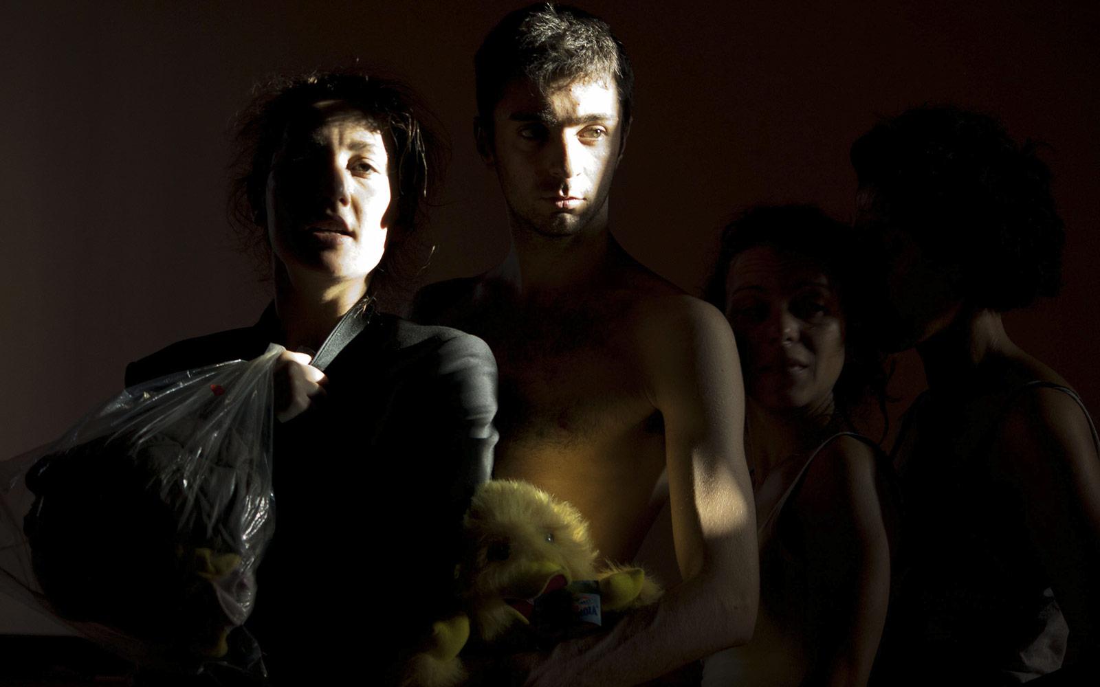 """""""MAI PIU' FEDELE""""           Regia: P. Carbone, L. Morra. (foto: Mena Rota)"""