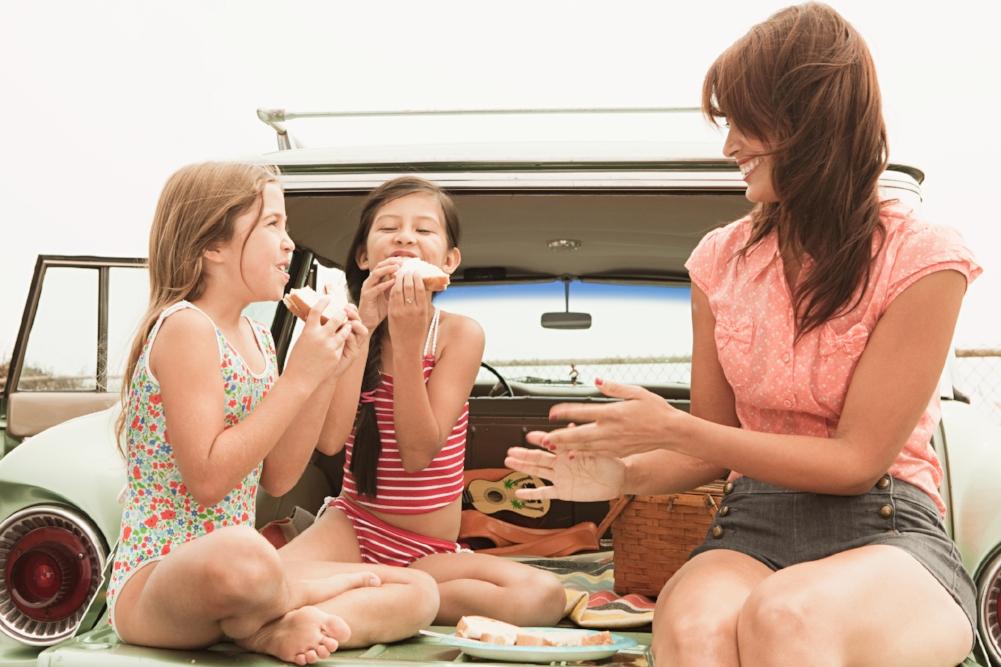 family-style-dining.jpg