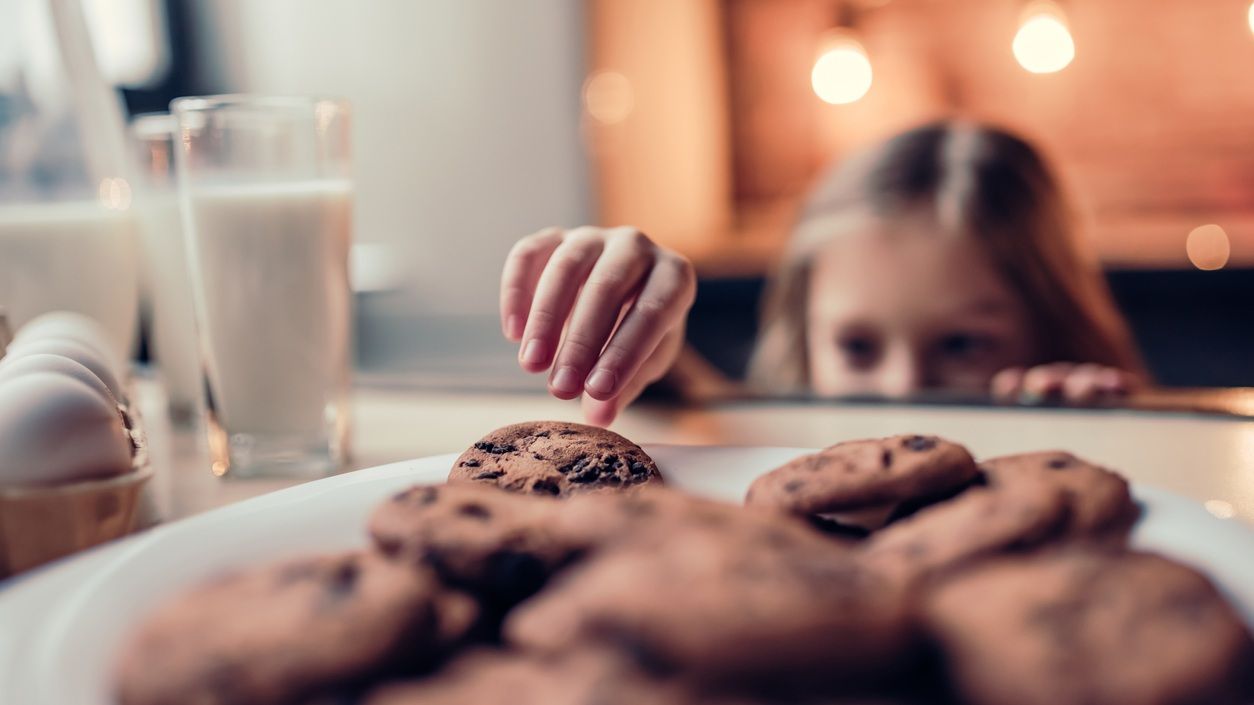 child-obsessed-with-desserts