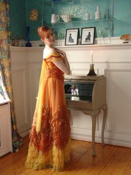 gul-traviata-kjole-profil.jpg
