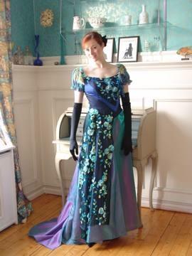 blaagroenn-florakjole-traviata.jpg