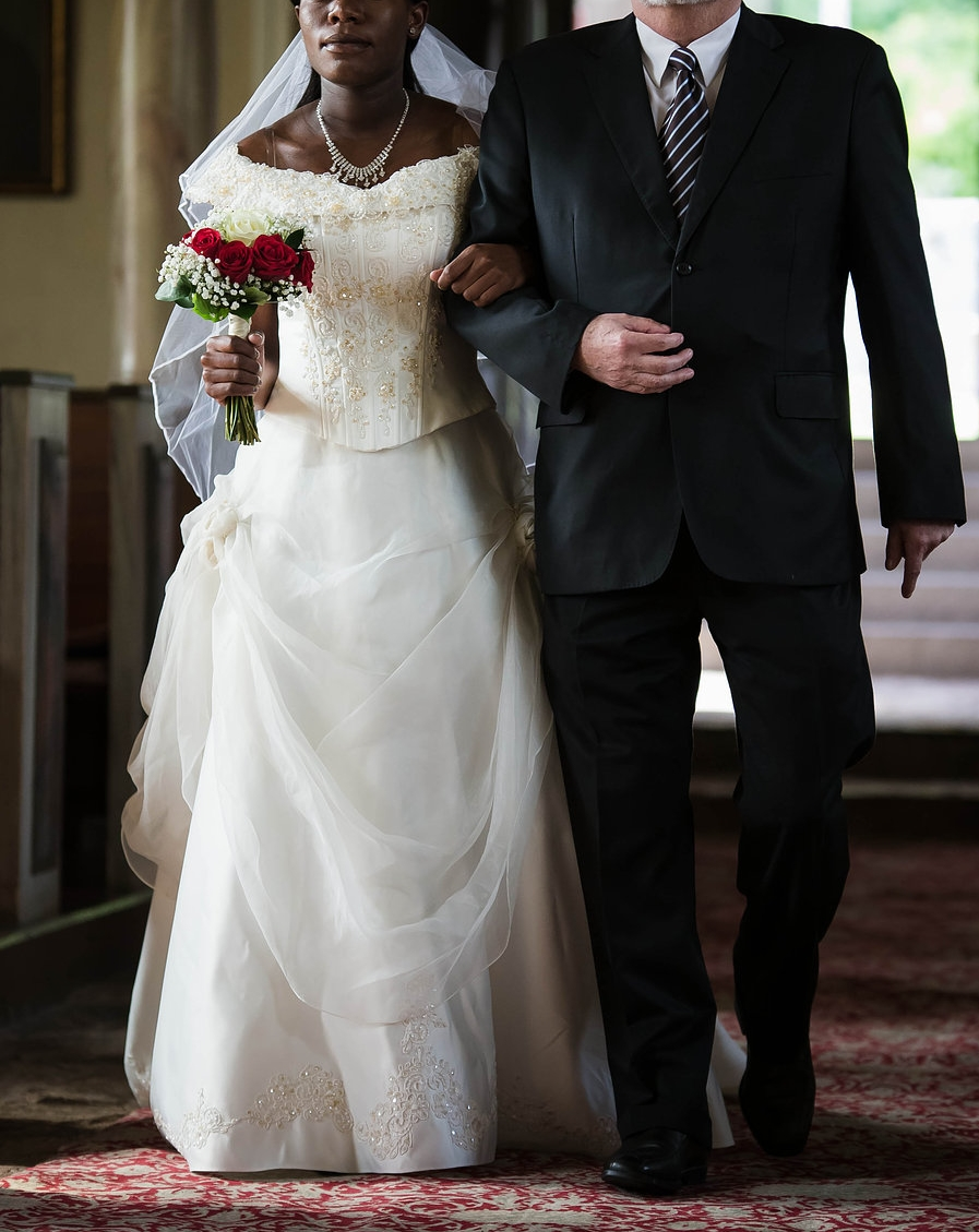 brudekjole-brud-til-alteret.jpg