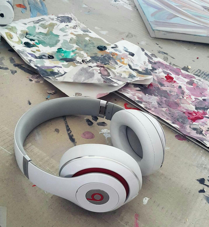 Jakość dźwięku jest najważniejsza i brak kabli też ;)  Beats studio  najlepsze!