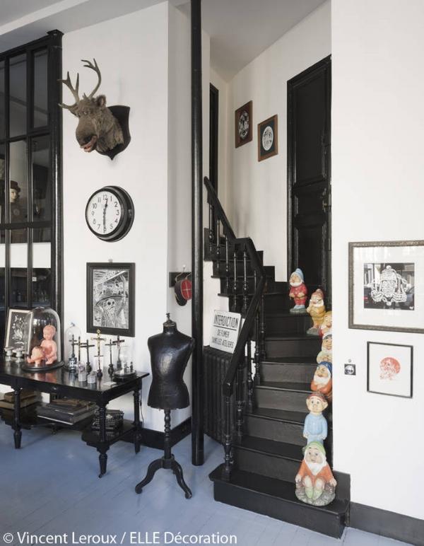 L-escalier-peint-en-noir.jpg