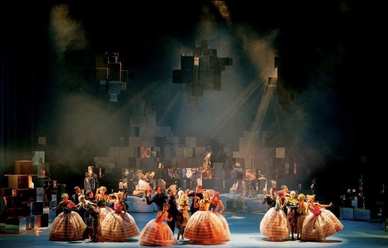 Askungen • Gothenberg Ballet • Choreographer Didy Veldman • Designer Miriam Buether