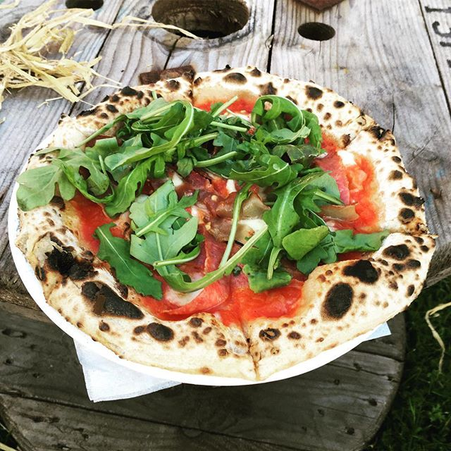 Check this out!! @woodfiresmoke smacking it with the wedding food. Yeah boi!! #wedding #weddingfood #weddingcaterer #sourdough #pizza #catering