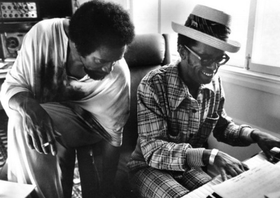 Leon Ware (right) with Quincy Jones (photo: MPTV)