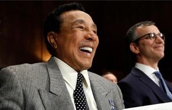Now, senators, about those dues... (photo: Jacquelyn Martin)