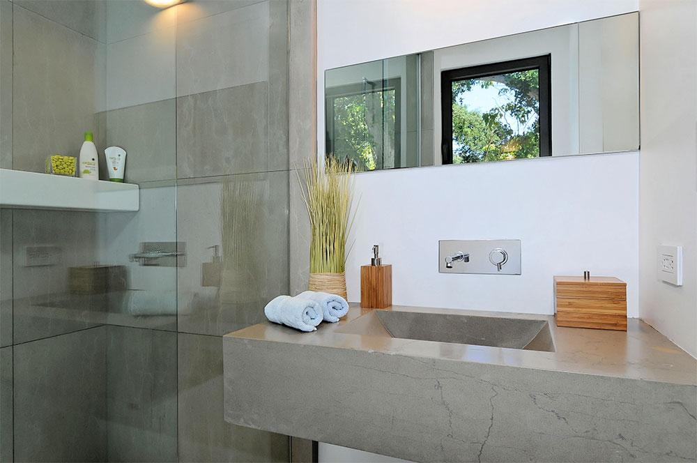 Main Residence, Office Bath