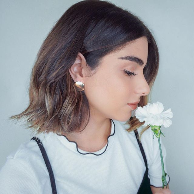 These cute earrings are part of Mejuri's Oversized Collection that's launching tomorrow 😍 it's limited edition, that means they won't be restocking! BUT they are giving early access today, so head on to @mejuri and check out the full collection ✨ #mejuripartner