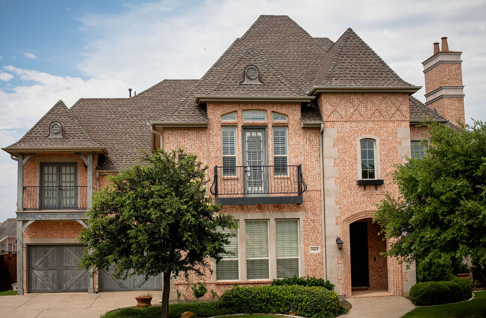 frisco-tx-roofing-contractor-frame-restoration-frisco-tx-roof-replacement-weathered-wood