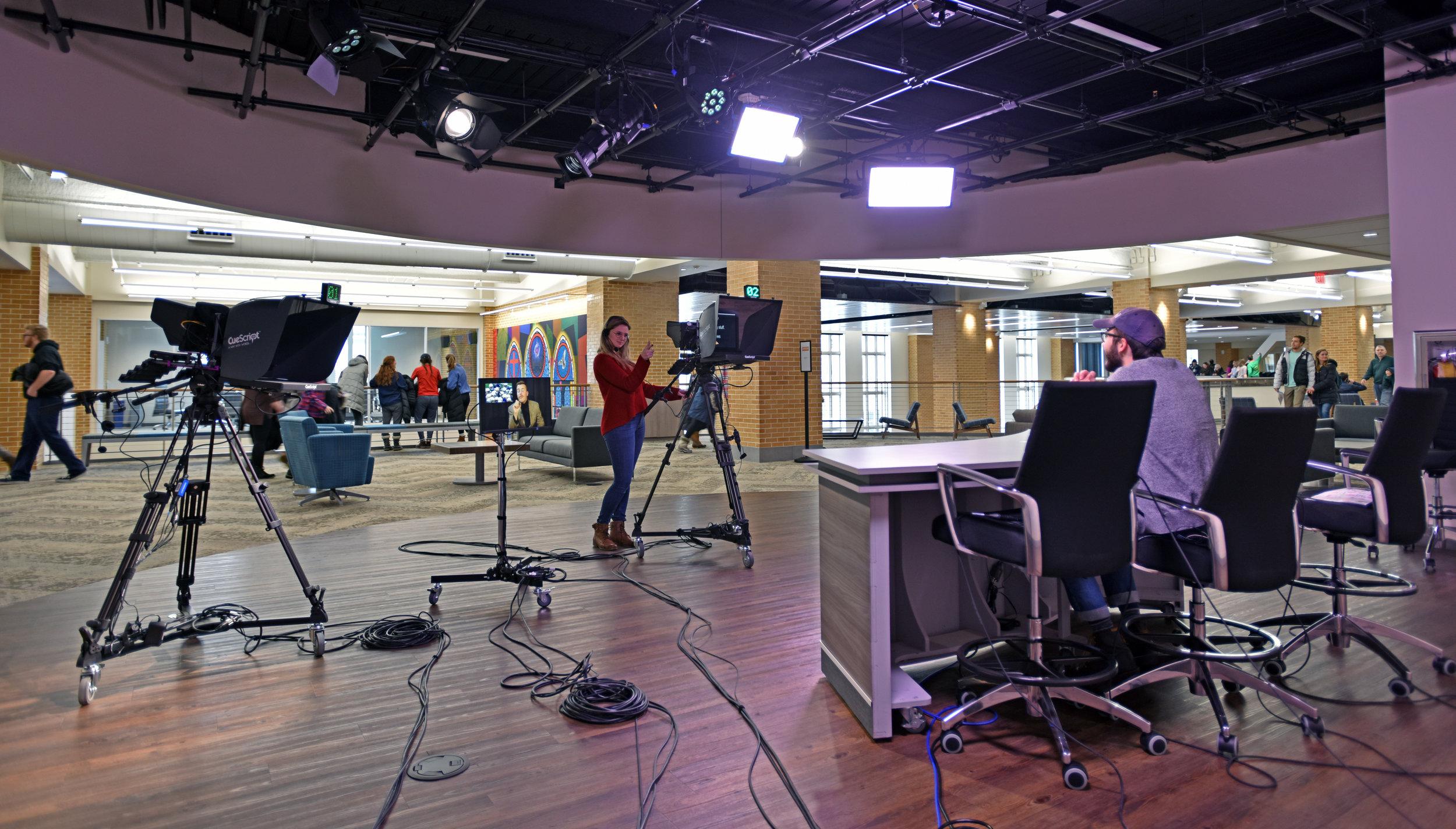 tv station into lounge_avd.jpg