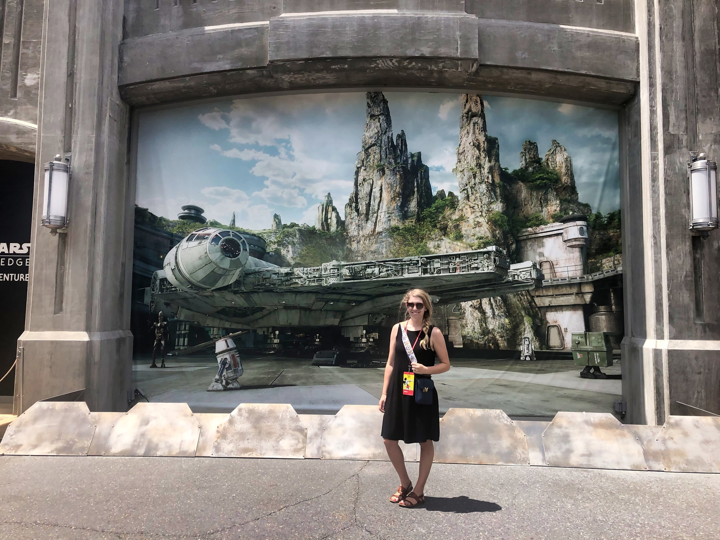 Star Wars Galaxy's Edge Hollywood Studios.jpeg