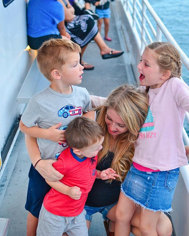 This picture perfectly sums up our last 24 hours of family travel: a little bit of chaos, and a lot of love. Just add salt water and it all adds up to amazing family memories. We love Destin! 🌊 🐬 ☀️