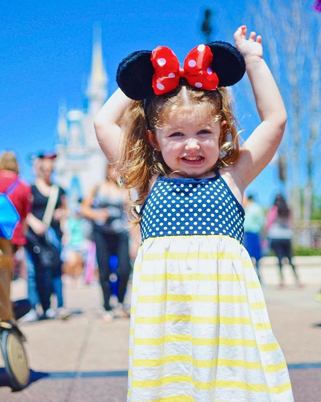 Photo ideas for your next Disney World vacation! One of my favorite things to do before we go to Disney (or any destination for that matter) is look up photo ideas and spots.  Yes, part of it is because it's nice to have content for my blog and IG, but I mainly do it because my kids LOVE looking through our photo books afterward.  Those photo memories to me are priceless. The reason I research ahead of time is because I want to be more present in the moment, not trying to come up with fun poses or picture ideas on the spot. This way I can get the poses photos early in the day when everyone is still happy and excited (not sweaty, exhausted, and hangry), then capture fun Candida throughout the rest of the day.  I've written a blog post of over 30 photo ideas for inside the Disney parks- including those famous Disney Instagram walls! I'll likely be adding to the list as the years go on. This is just a jumping off point. I'll also be writing separate blog posts with photo ideas for Disney snacks, Disney Springs, and around the resorts. In the meantime, I would love it if you would hit the Save button here on Instagram, then check out the blog post via the link in my bio!