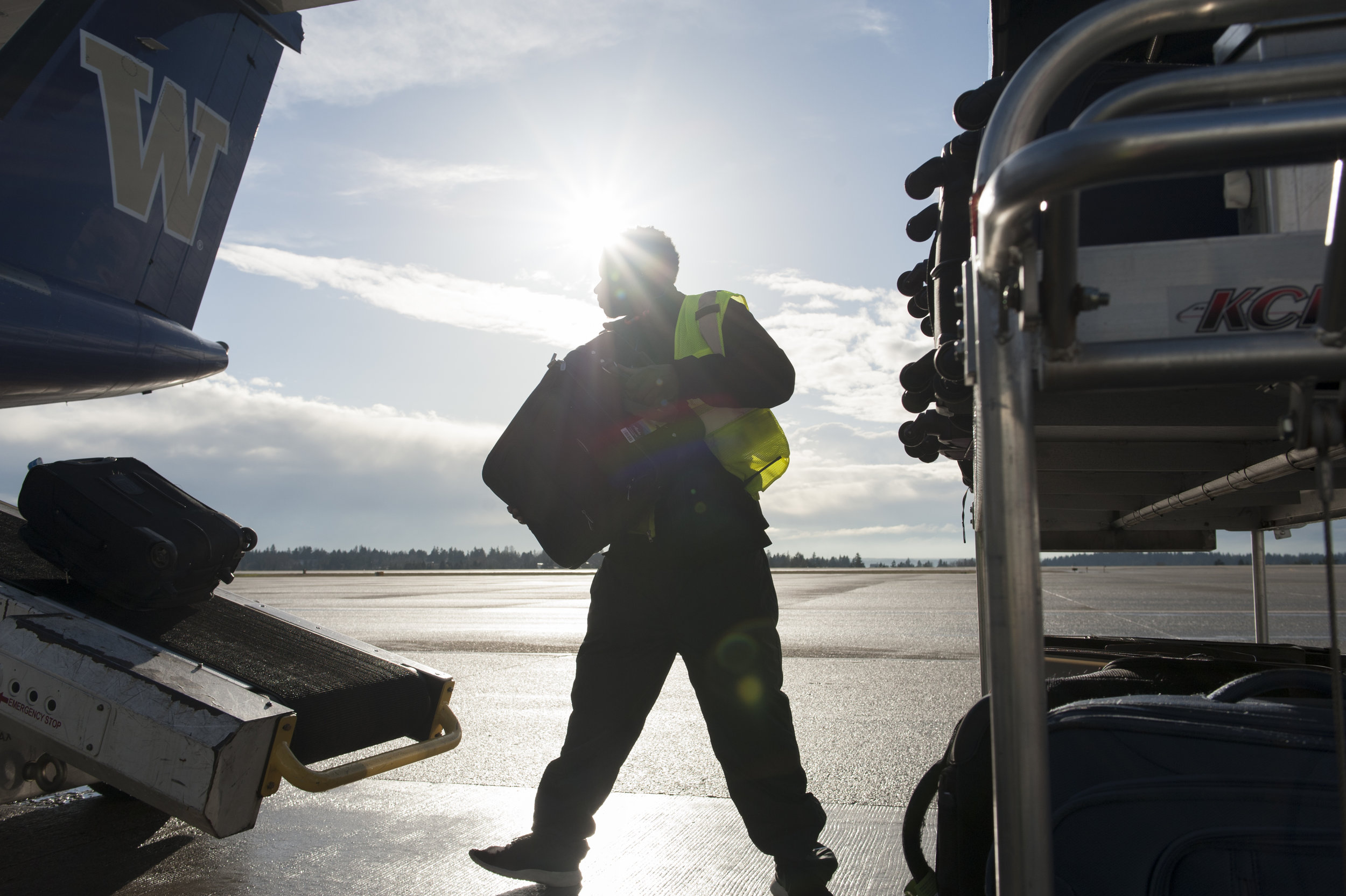 """A baggage handler at Seattle - Tacoma International Airport loads """"A la carte"""" (plane-side) baggage onto a flight Tuesday, Mar. 21, 2017."""