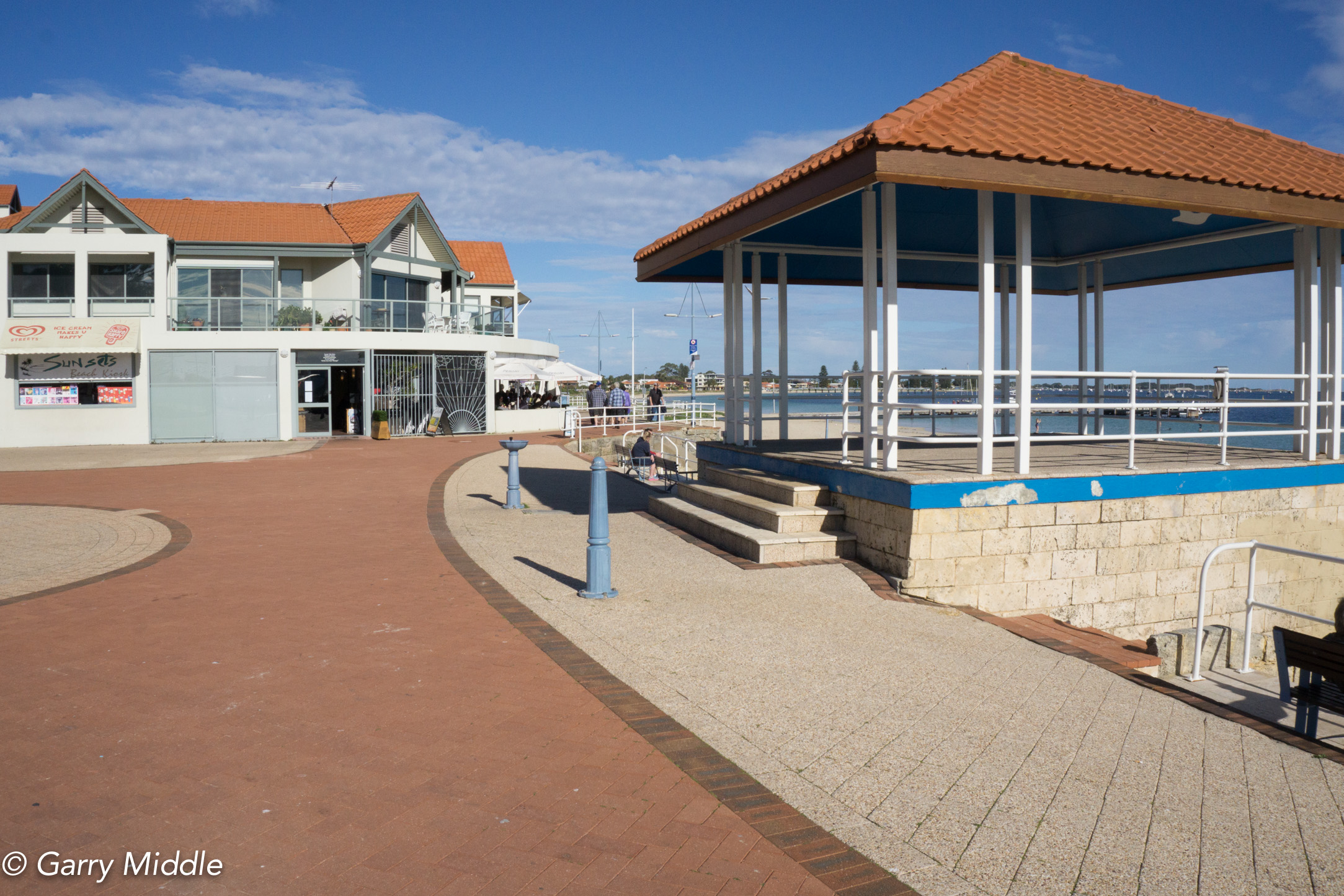 Plate 1: Starting point of the walk - at the beach front at the end of Railway Terrace carpark