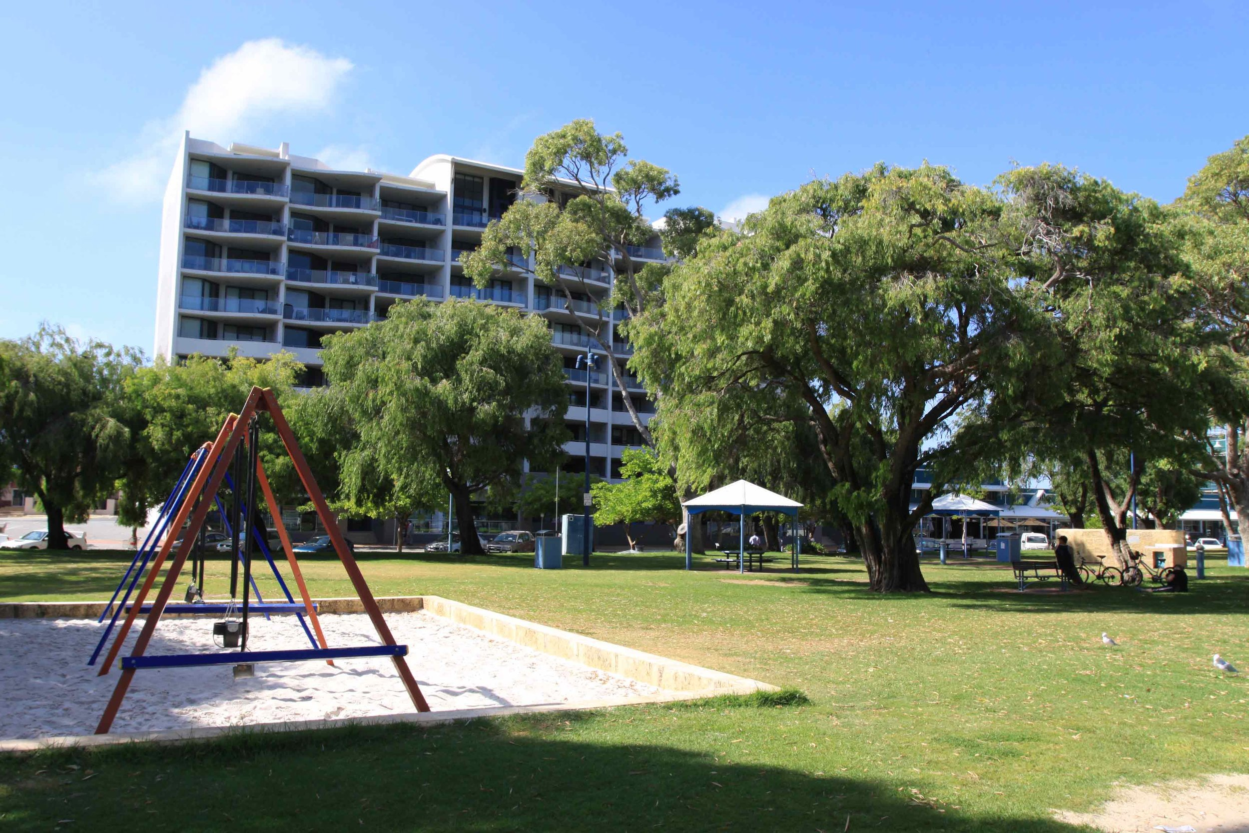 Plate 4: Multi-story apartments adjacent to the Rockingham Beach Foreshore