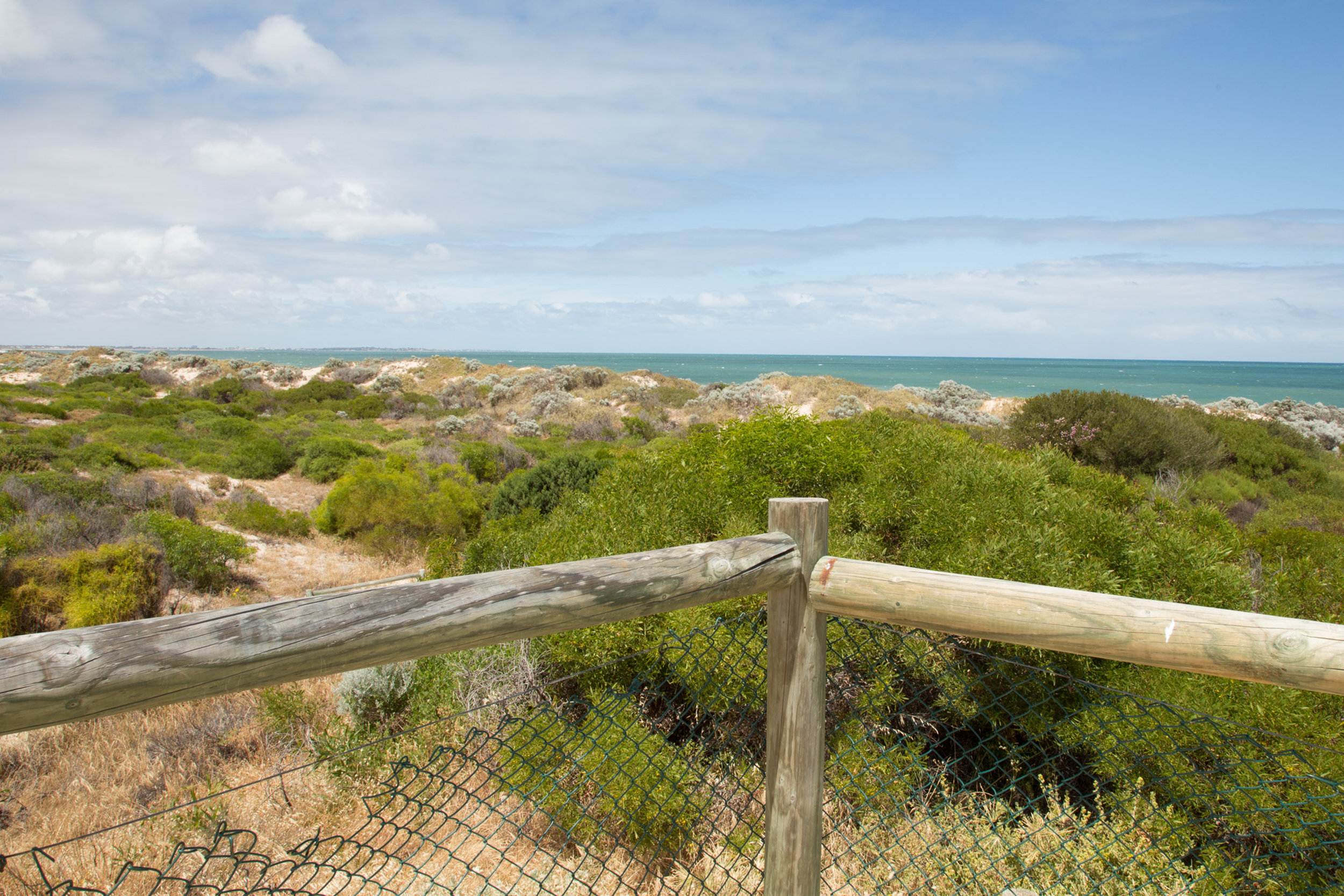 Plate 11: Lookout next to the carpark at the end of Dampier Drive