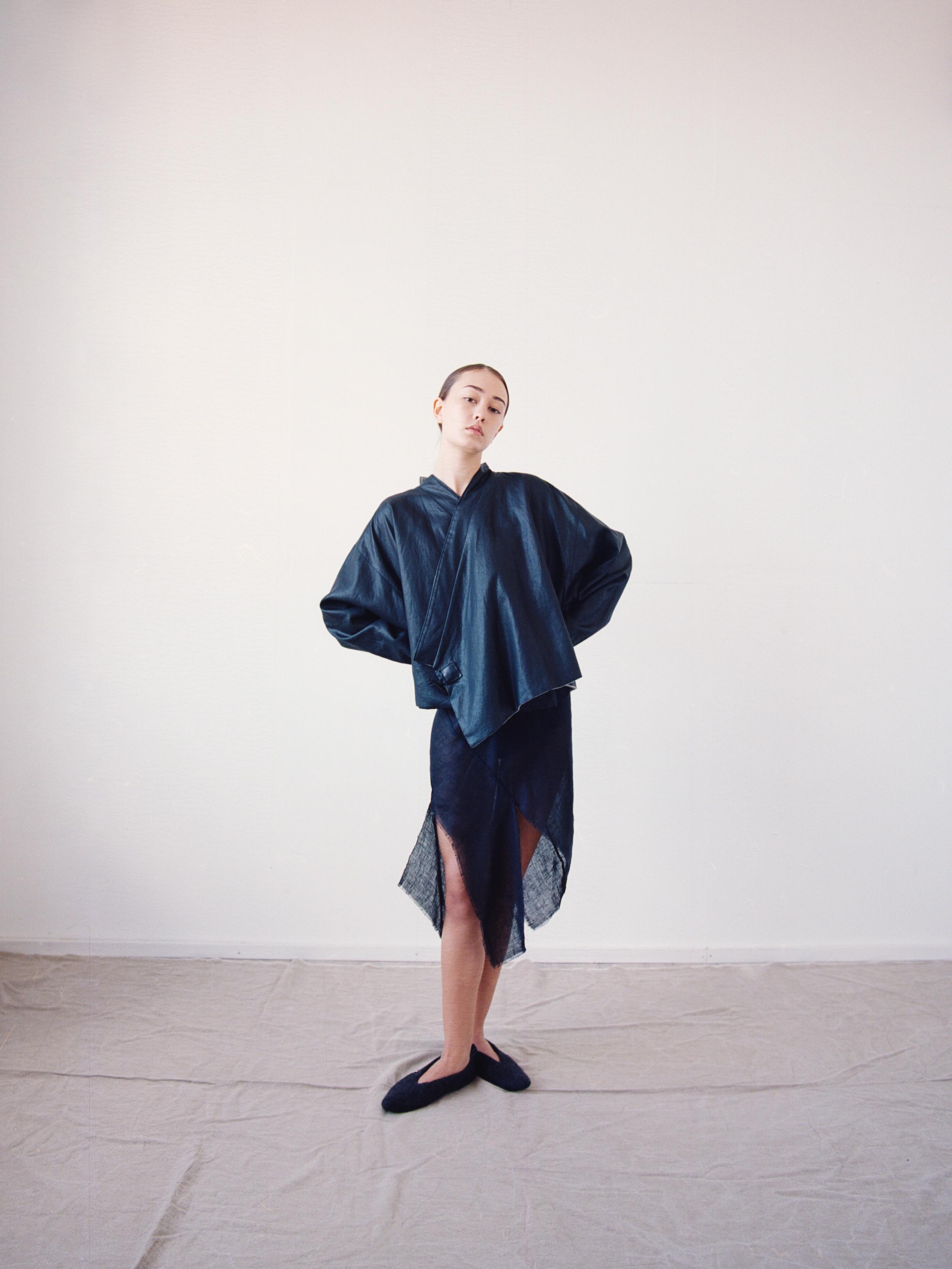 Focus on balance of the essential lines, shapes and structure of the garments. Акцент на гармоничном сочетании базовых линий, формы и структуры изделий -