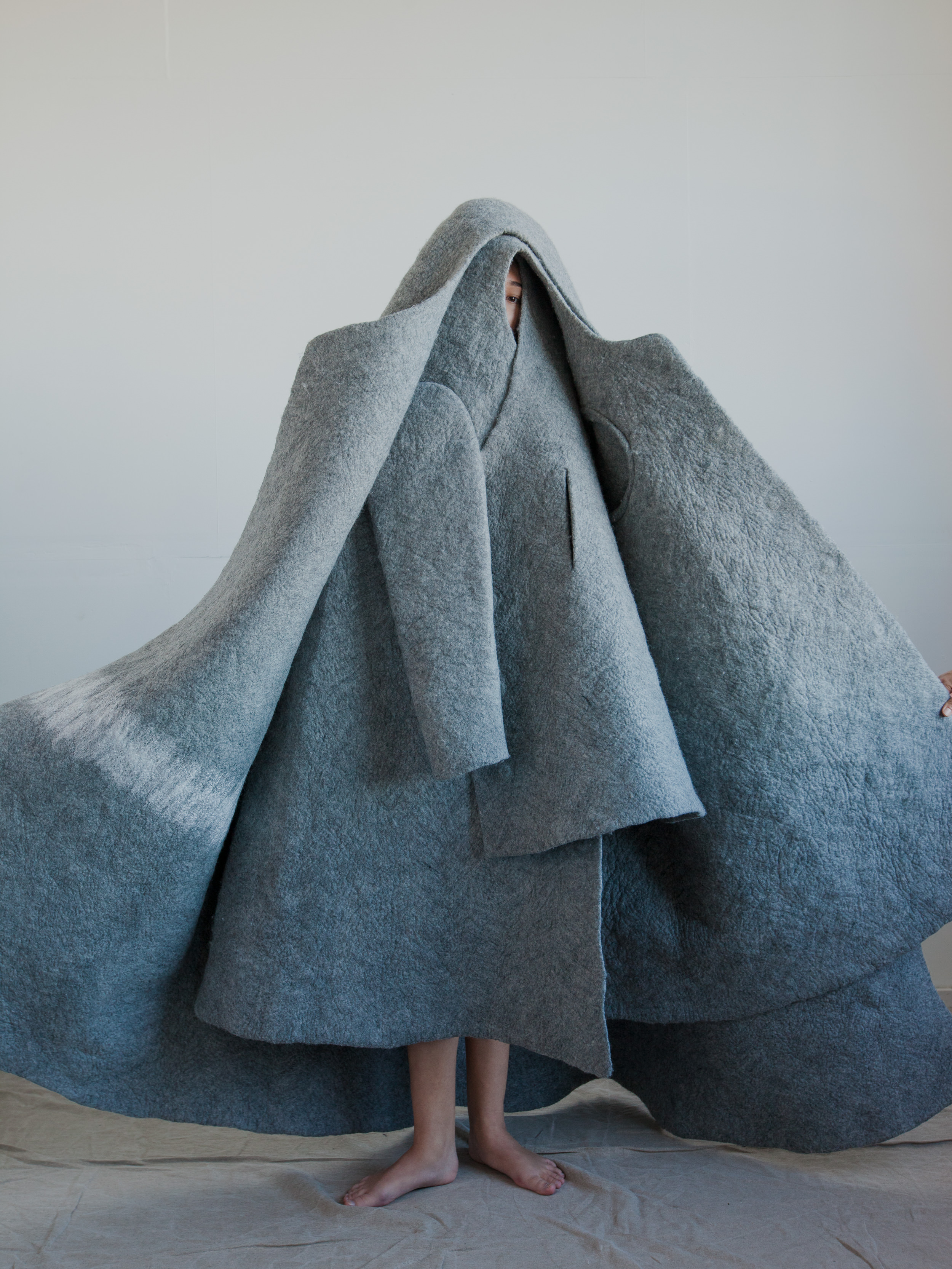 Entirely seamless, the coats are formed and molded by hand using fine Merino wool. Бесшовные пальто сваляны вручную с использованием тонкорунной шерсти Меринос -