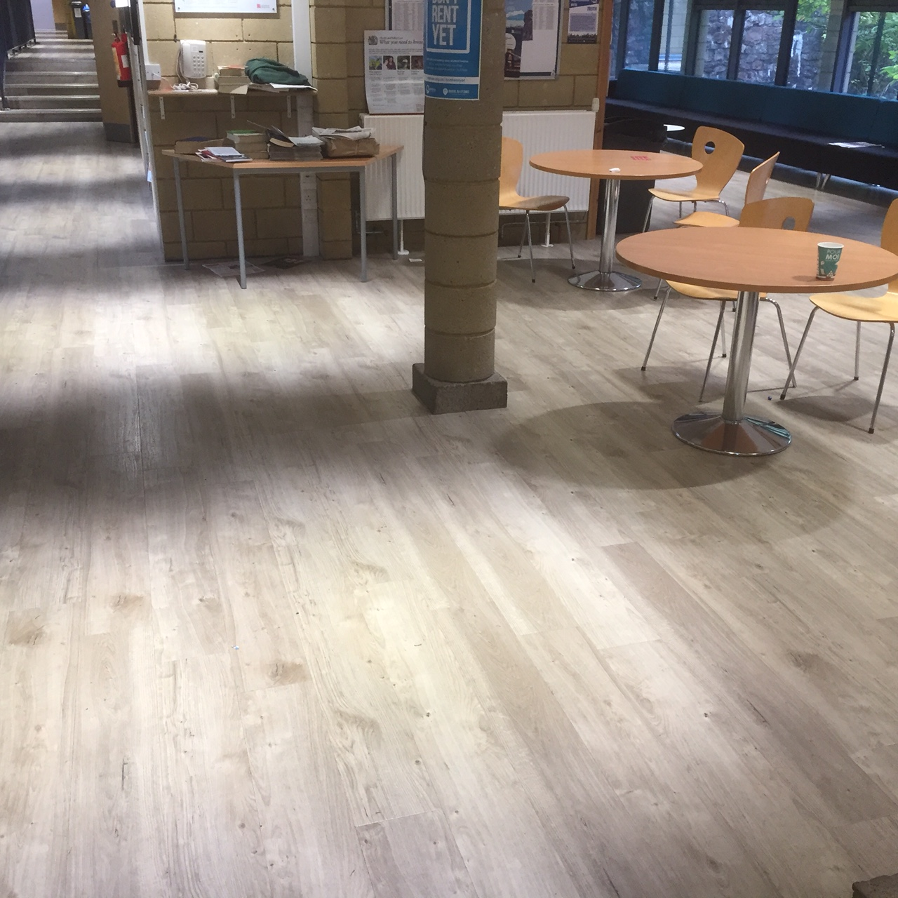 Random lay wood effect LVT