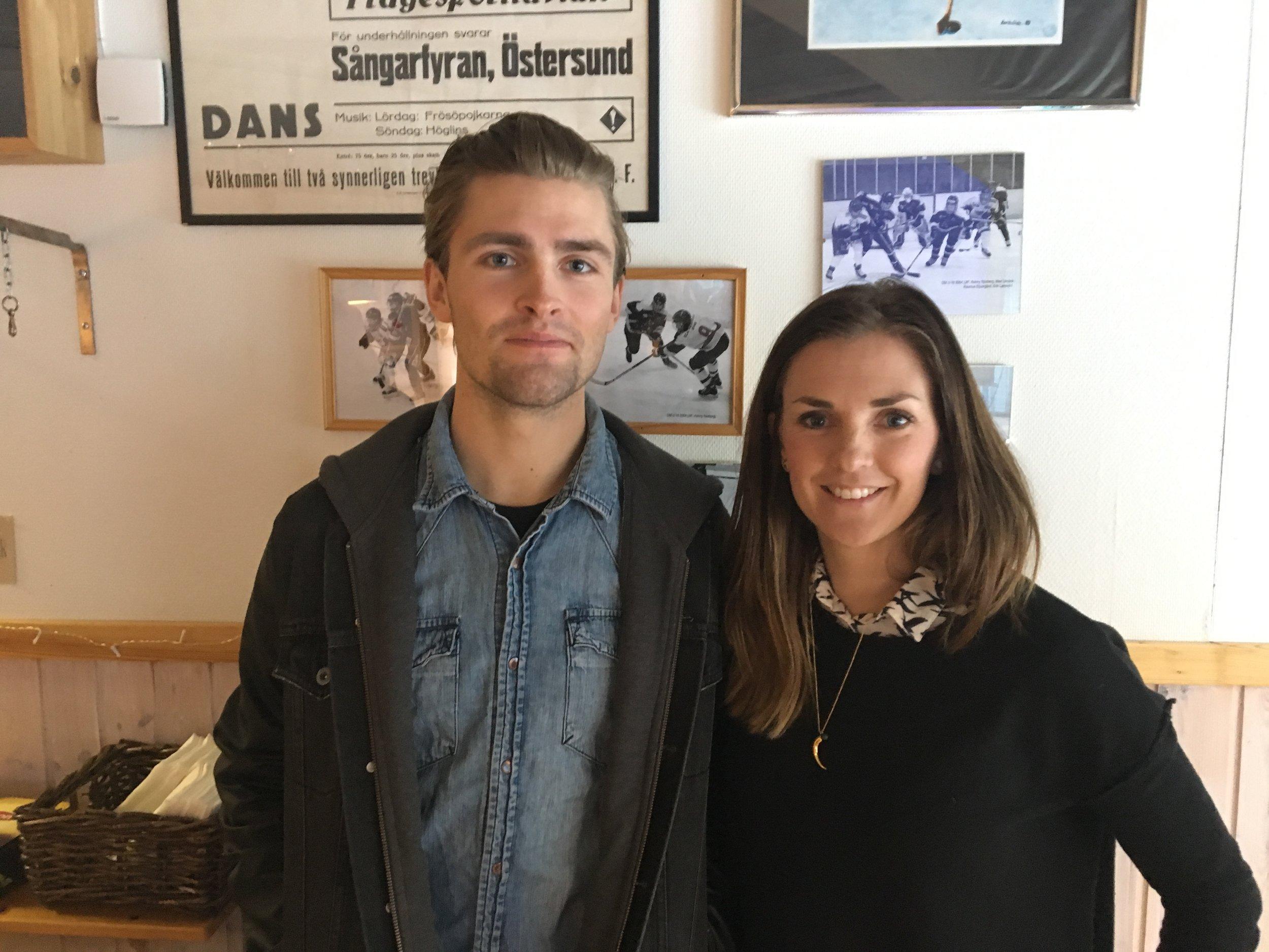 Ludvig Fjällström och Johanna Ojala efter genomfört dubbelpass i föreläsning på föreningsmässan i Järpen