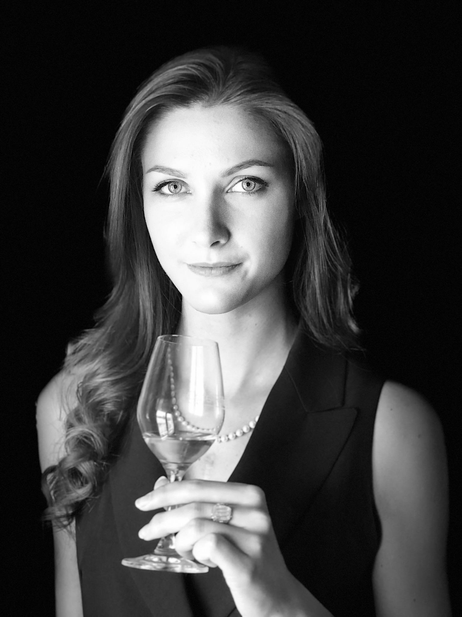 Raine - The Wine Painter