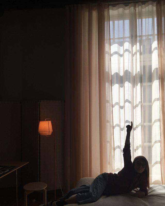 Rêver d'une résidence à l' @institutsuedois dans l'un des six appartements destinés aux chercheurs et artistes suédois #hemx6 #institutsuedois #hoteldemarle jusqu'au 13 octobre, visites guidées de ces mini espaces rénovés par des duos de designers-architectes