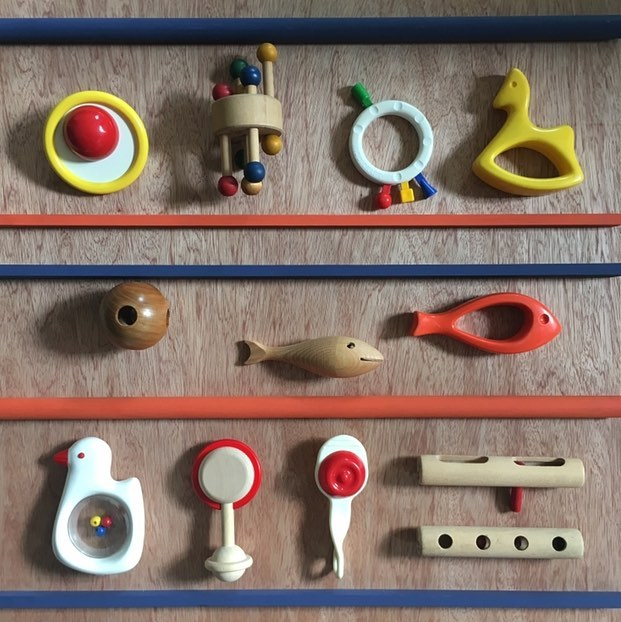 Time to work on Piqpoq's new projects? Certains objets, au fond de mes tiroirs, ont des tas de choses à dire... #creativeplaythings #naef #ambitoys #ravensburger #kiddicraft #antoniovitali #patrickrylands #hugokükelhaus
