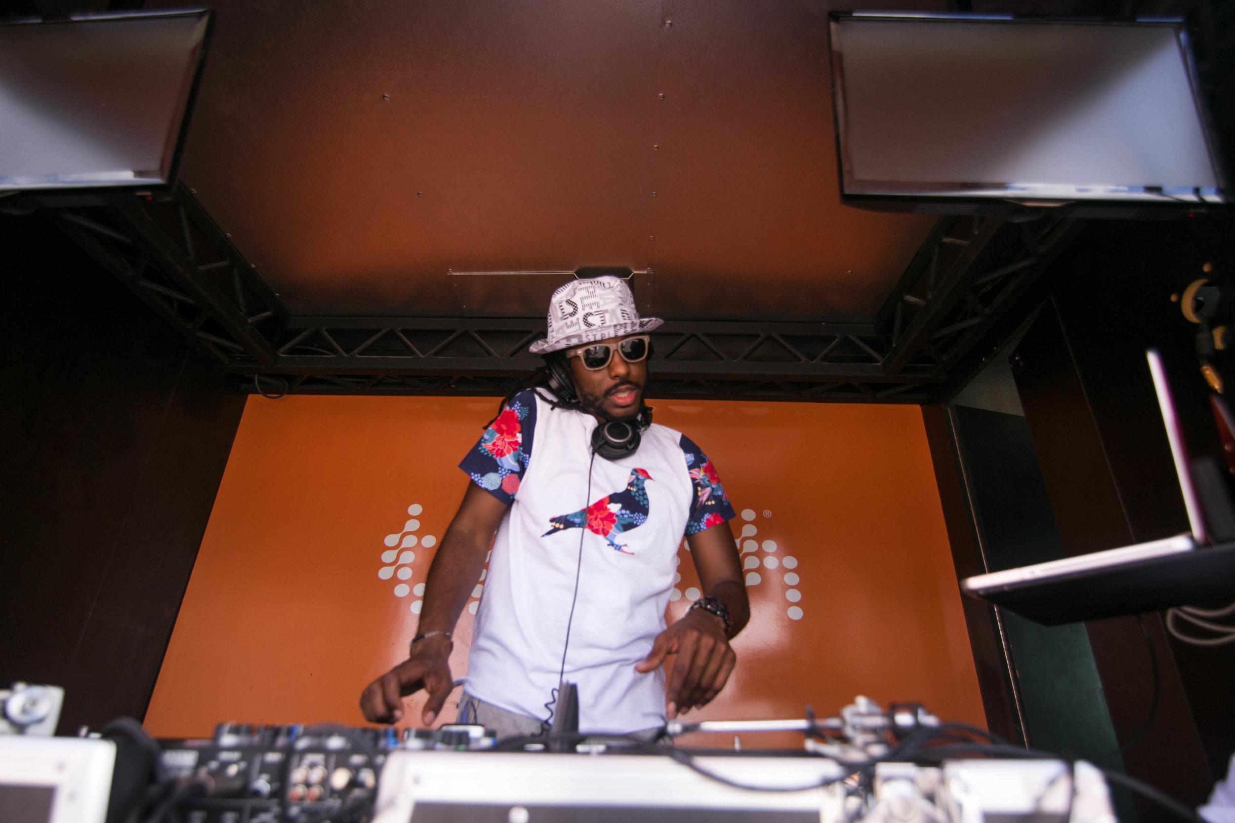 DJ CLEAN
